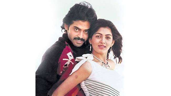 Victory Venkatesh and kushboo completes 32 years in the industry - Sakshi