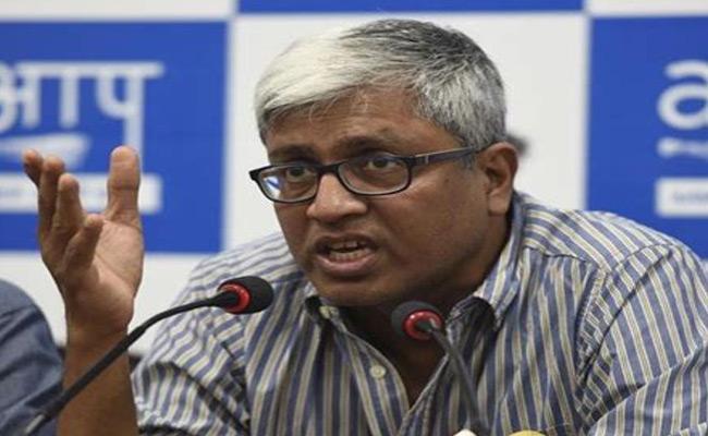 Ashutosh Resigns To Aam Aadmi Party - Sakshi