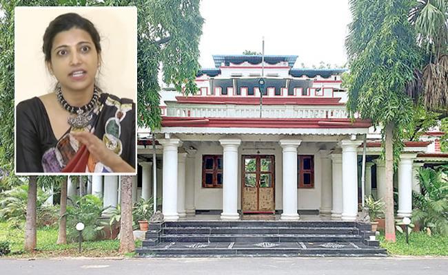 Amrapali Says That She Afraid Of Ghosts Video Goes Viral - Sakshi