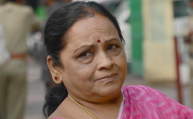 TDP MLA Sugunamma insulted by TTD in Tirumala - Sakshi
