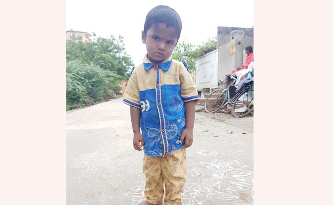 Chandrababu Naidu Financial aid Still Pendin On Bore Well boy Guntur - Sakshi
