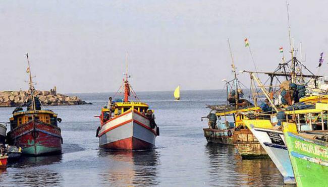 Fishing Boat Disappear In sea At Kakinada bank - Sakshi