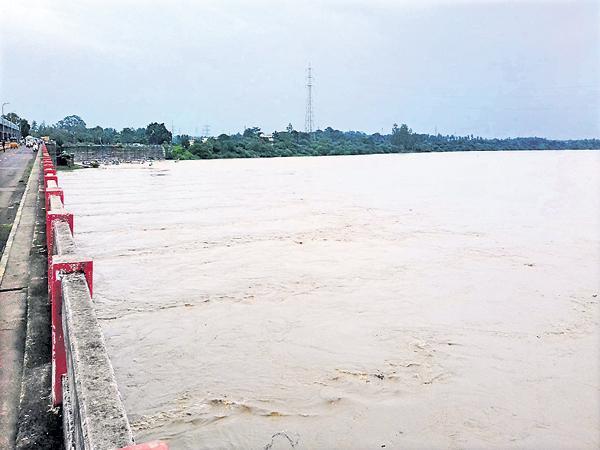 Huge Floods to Godavari - Sakshi