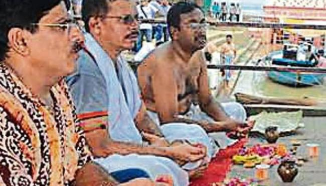 Men Perform Last Rites In Protest Of Traditional Set Up Of Society - Sakshi