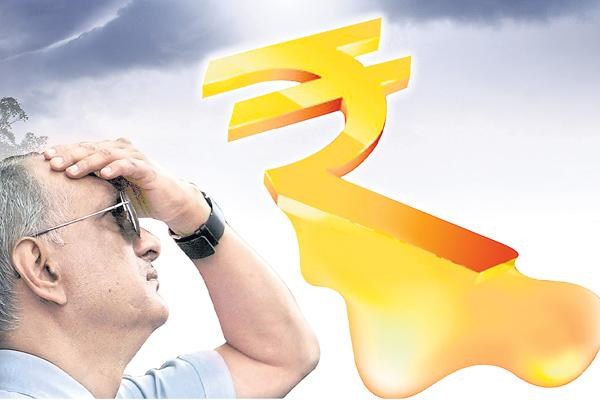 Rupee falls to fresh all-time low of 70.08 level on Turkish crisis - Sakshi