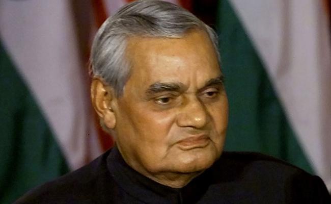 Amit Shah Pays Condolence To Atal Bihari Vajpayee Dies - Sakshi