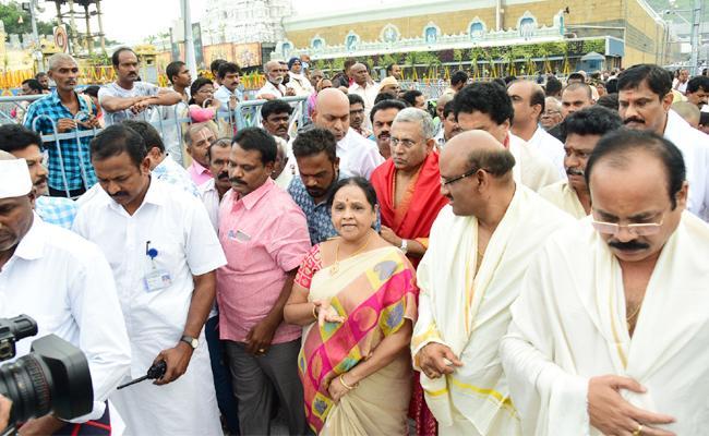 MLA Sugunamma Fires On TTD Officials Tirumala - Sakshi