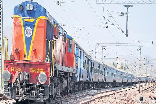 Four flight and Few Train services canceled due to Heavy Rains - Sakshi