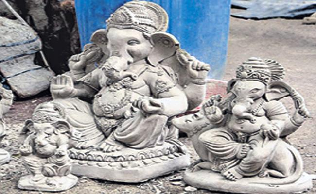 Pollution Control Board Distribute Sand Statues Vinayaka Chavithi - Sakshi