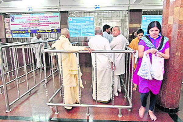 Cheaters in Tirupati - Sakshi