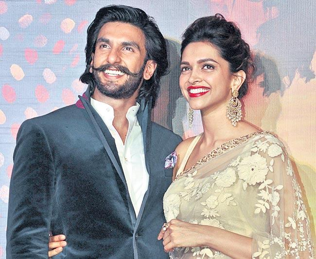 Deepika Padukone, Ranveer Singh Wedding in Mobiles Not Allowed - Sakshi