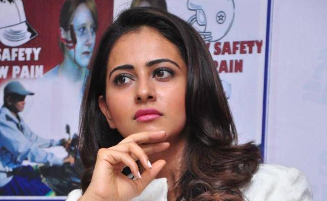 Rakul Preet Singh Wants To Take A Break - Sakshi