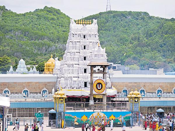 Duplicate ticket broker arrested in Tirumala - Sakshi