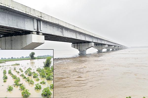 Increased intensity of the Godavari at Kaleshwaram - Sakshi