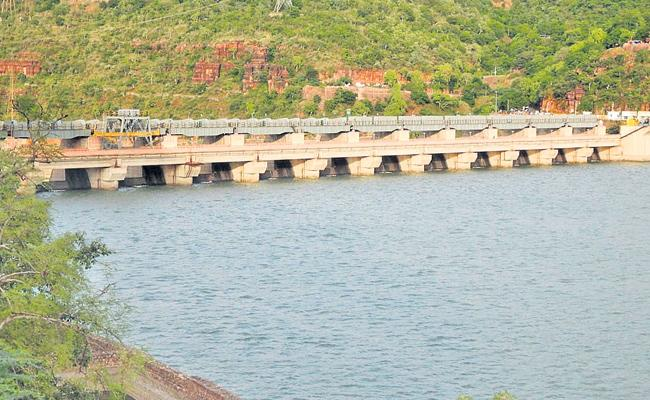 Srisailam Project Heavy Flood Water To Krishna - Sakshi