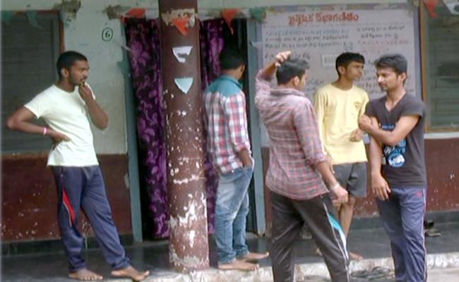 Senior Students Attacked On Juniors In Nizamabad BC Hostel - Sakshi