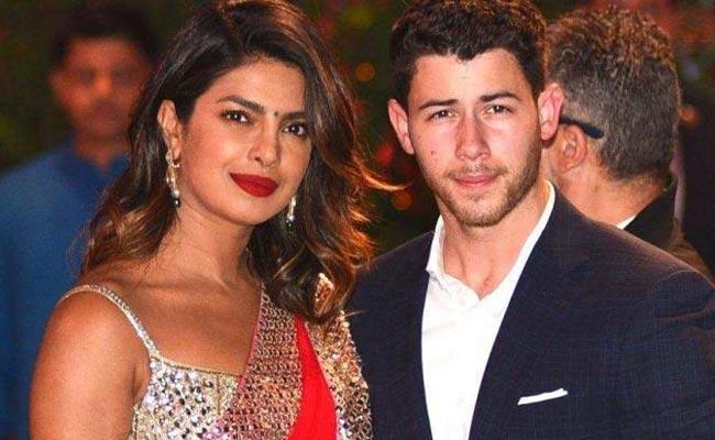 Priyanka Chopra Was Not Invites Deepika For Her Engagement Party - Sakshi