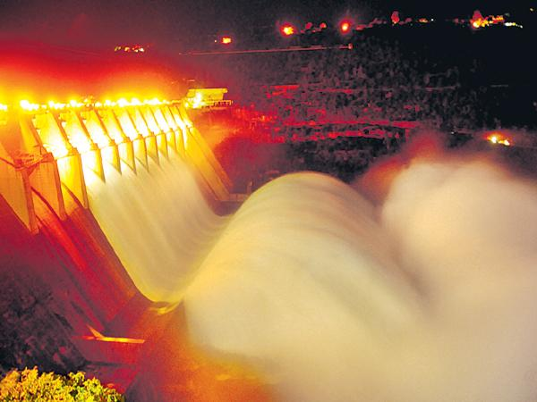 Srisailam project to be lifted 8 gates - Sakshi