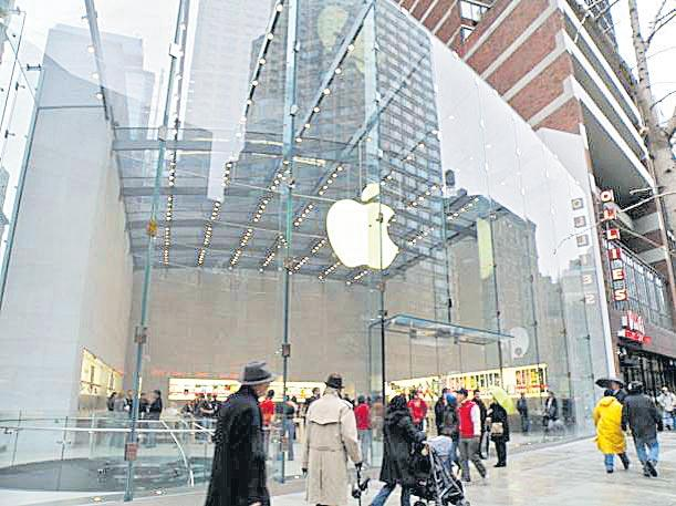 Apple value edges towards $1tn as shares hit new record - Sakshi