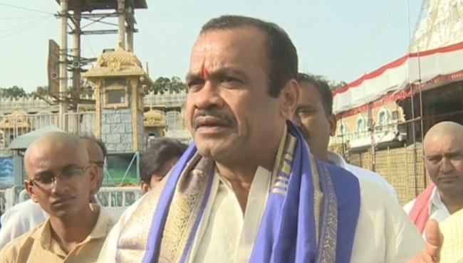 Komati Reddy Venkatreddy Visits Sri Venkateshwara Temple - Sakshi