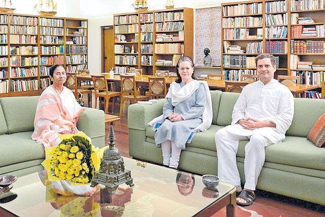 Amit Shah dares Mamata to arrest him amid war of words over Assam - Sakshi