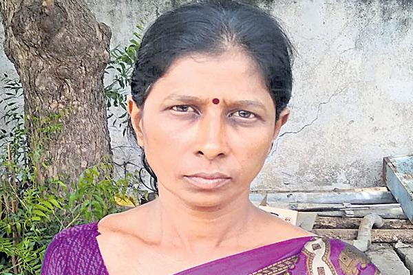 A woman sad story in Muscat - Sakshi
