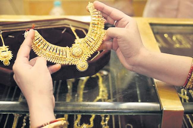 Gold prices slump today, silver follows suit - Sakshi