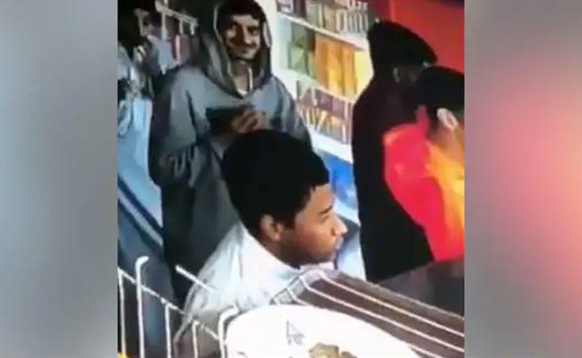 Mumbai Police Shares Hilarious Video Of Thief Returning Stolen Wallet - Sakshi