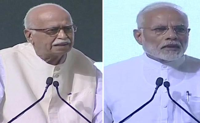 LK Advani Addressing Prayer Meet For Vajpayee In Newdelhi - Sakshi
