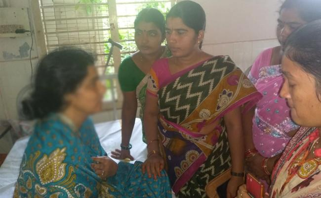 Molestation On Anganwadi Worker In Anantapur - Sakshi