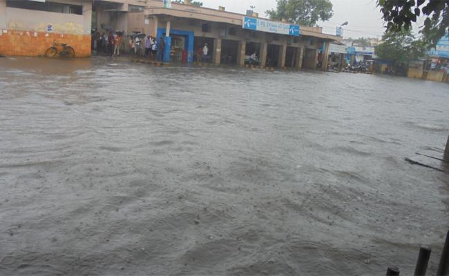 Heavy Rains In Kovvur West Godavari - Sakshi