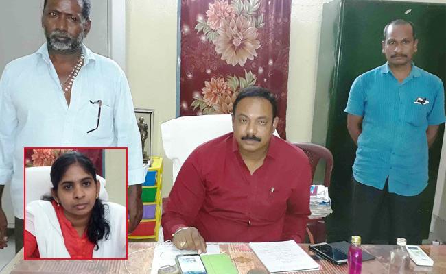 ACB Catched Tahasildar With Bribery Demands In East Godavari - Sakshi