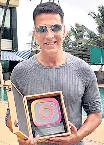 Akshay Kumar gets Instagram mememto on 20 mn followers - Sakshi