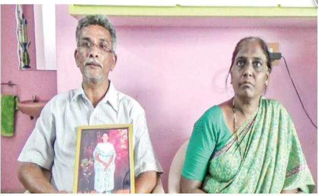 Ayesha Meera Parents Meets AP DGP RP Thakur In Vijayawada - Sakshi