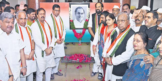 Congress launches 'Shakti App' - Sakshi