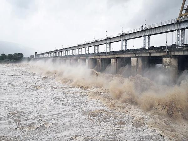 Huge Rains At Telangana - Sakshi