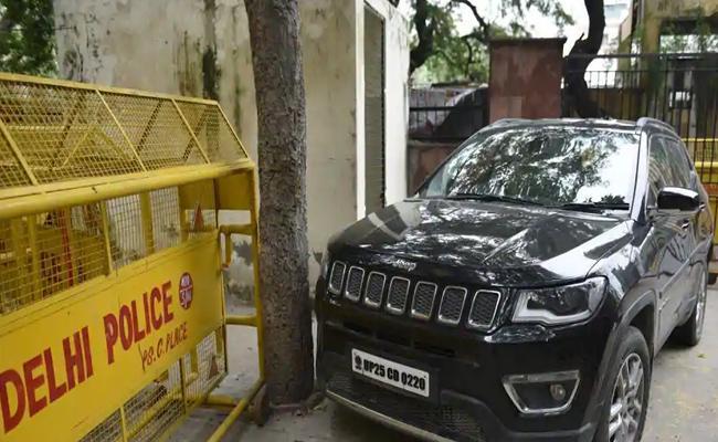 Delhi Woman Drives Car Wrong Side And Crushed A Woman - Sakshi