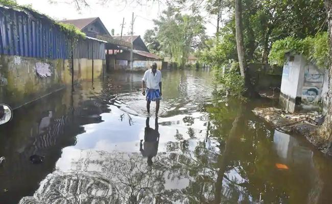 68 Year Old Farmer Commits Suicide After Suffering Losses During Kerala Floods - Sakshi