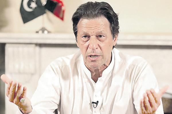 India, Pakistan must resolve differences through dialogue: Imran Khan - Sakshi