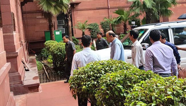 Arun Jaitley Back As Finance Minister After 3-Month Break For Surgery - Sakshi