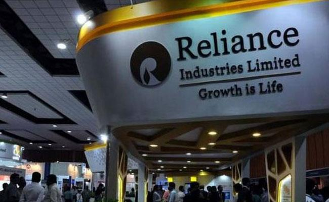 Reliance Industries hit a market cap of over Rs. 8 lakh crore - Sakshi
