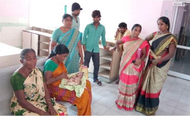 Baby Died In Hospital  - Sakshi