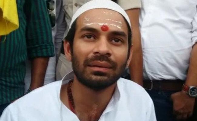Tej Pratap Yadav Alleged That BJP And RSS Conspiring To kill Him - Sakshi