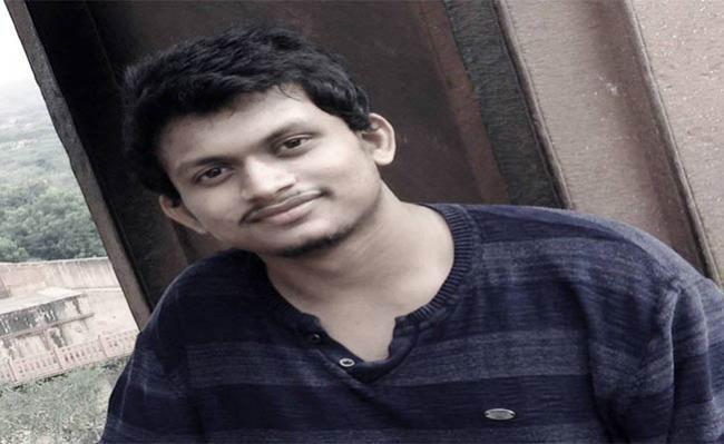 Man Died In Train Accident In Srikakulam  - Sakshi