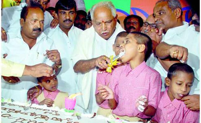yeddyurappa Cake Cutting Photo Viral In Social Media - Sakshi