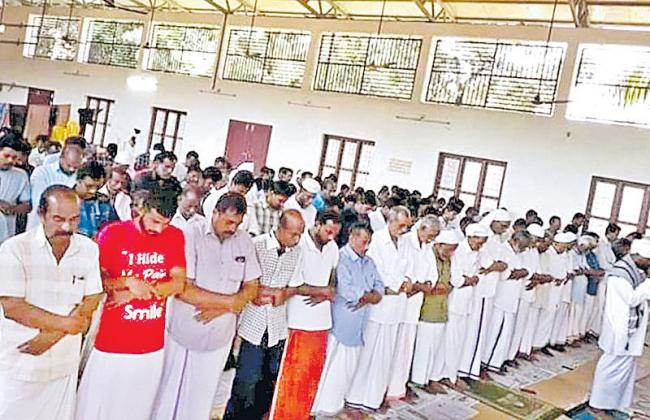 Kerala Temple Opens Its Doors to Muslims For Eid Prayers - Sakshi