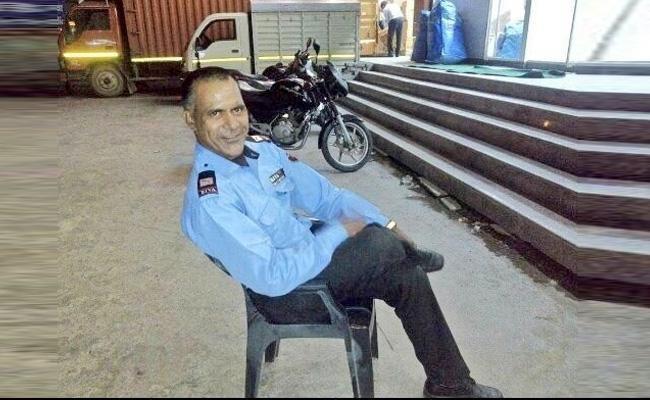 VVS Laxman Salutes Dehradun ATM Guard - Sakshi