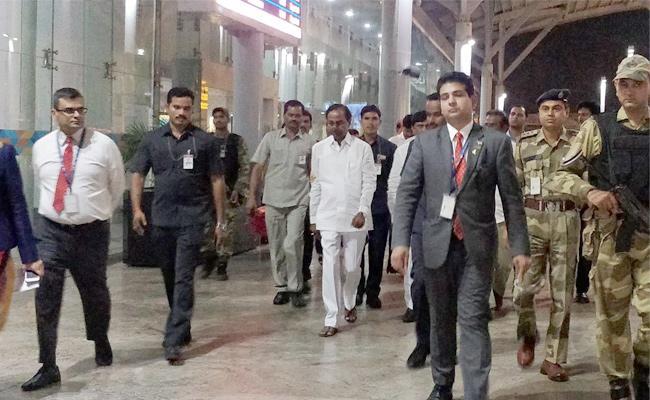 Telangana CM KCR Reached Delhi - Sakshi