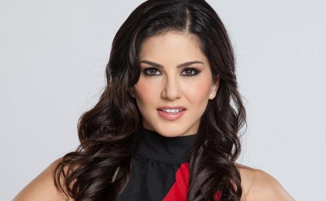 How Much Sunny Leone Donates Kerala Floods Victims - Sakshi