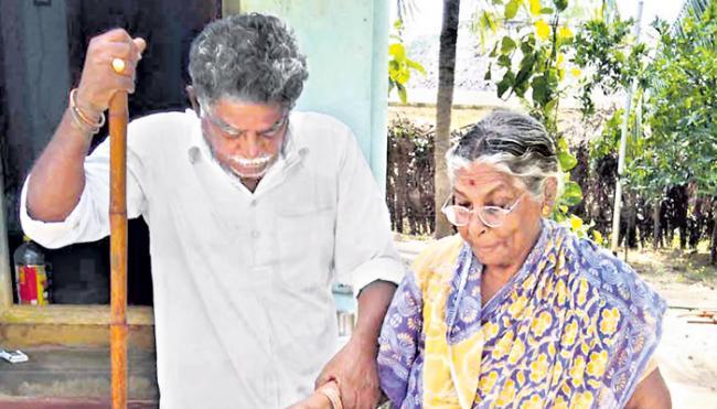 Tdp govt trobles to ysrcp  activists - Sakshi